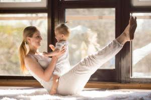 Cours yoga avec bébé postnatal