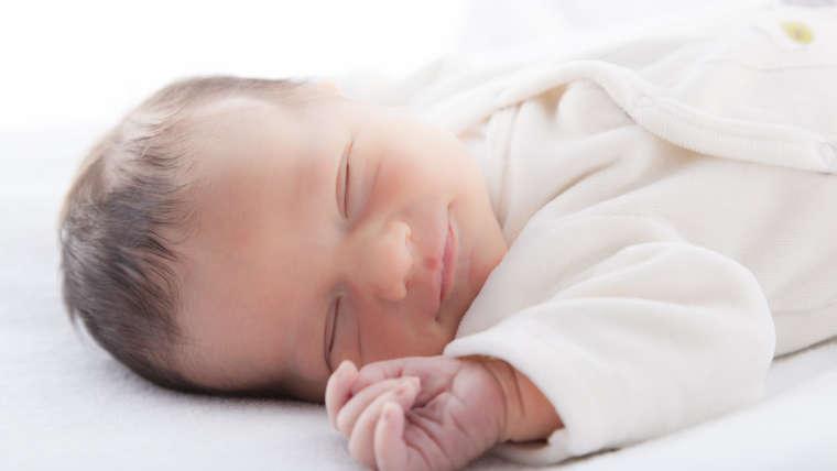 Vacances d'été et sommeil de bébé